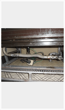 オーブン下の配管スペース