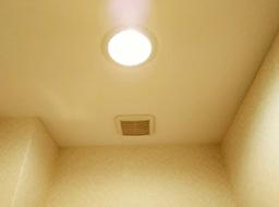 天井の壁紙も張り替える