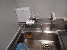 アルカリイオン整水器を社内に取り付けしました!