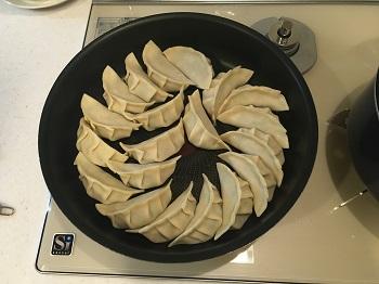 温度調節機能を使って餃子を焼いてみました。