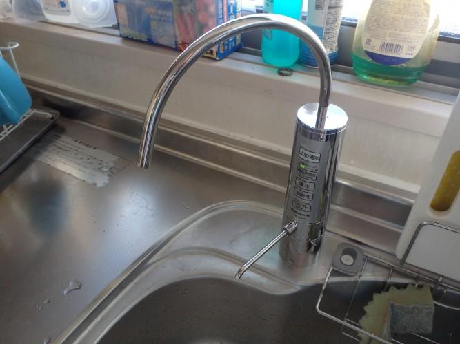最近話題の還元水素水生成器のご紹介です。