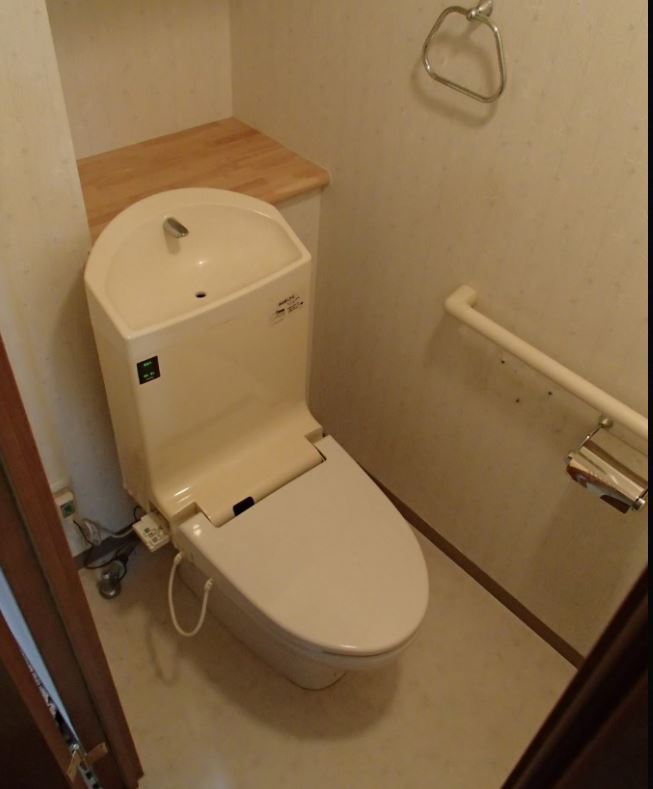 壁紙のアクセント張りでカッコいいトイレに!
