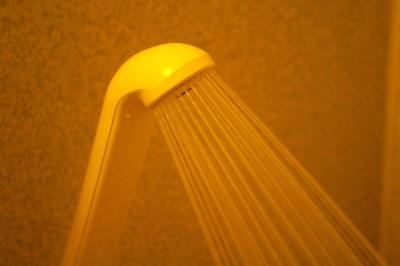 シャワーが冷たいっ! 「冷水サンドイッチ現象」とは?