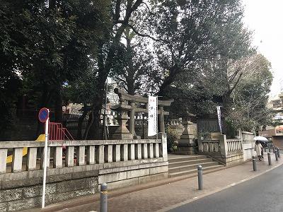 渋谷の神社にて