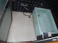 施工前の浴室(タイル張り)