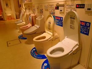 TOTOショールームにて最新トイレの研修!