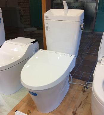 フチレストイレ(LIXILアメージュZ)展示しています!