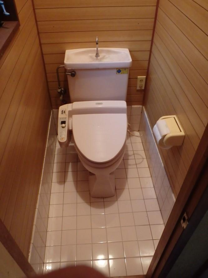 いたんだトイレの床下地を直す施工!!