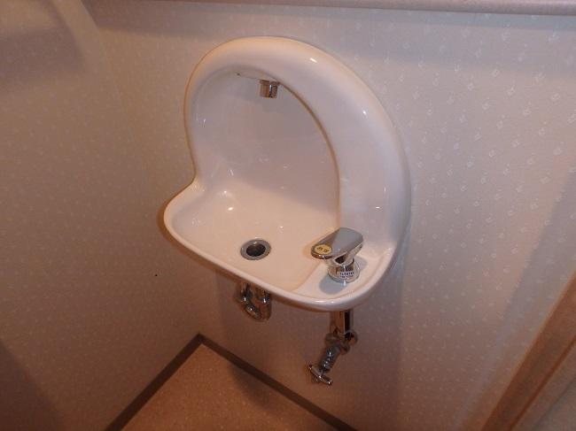トイレ手洗い器の撤去補修工事例