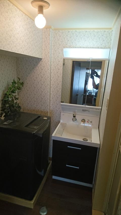 洗面化粧台とクッションフロアの施工事例
